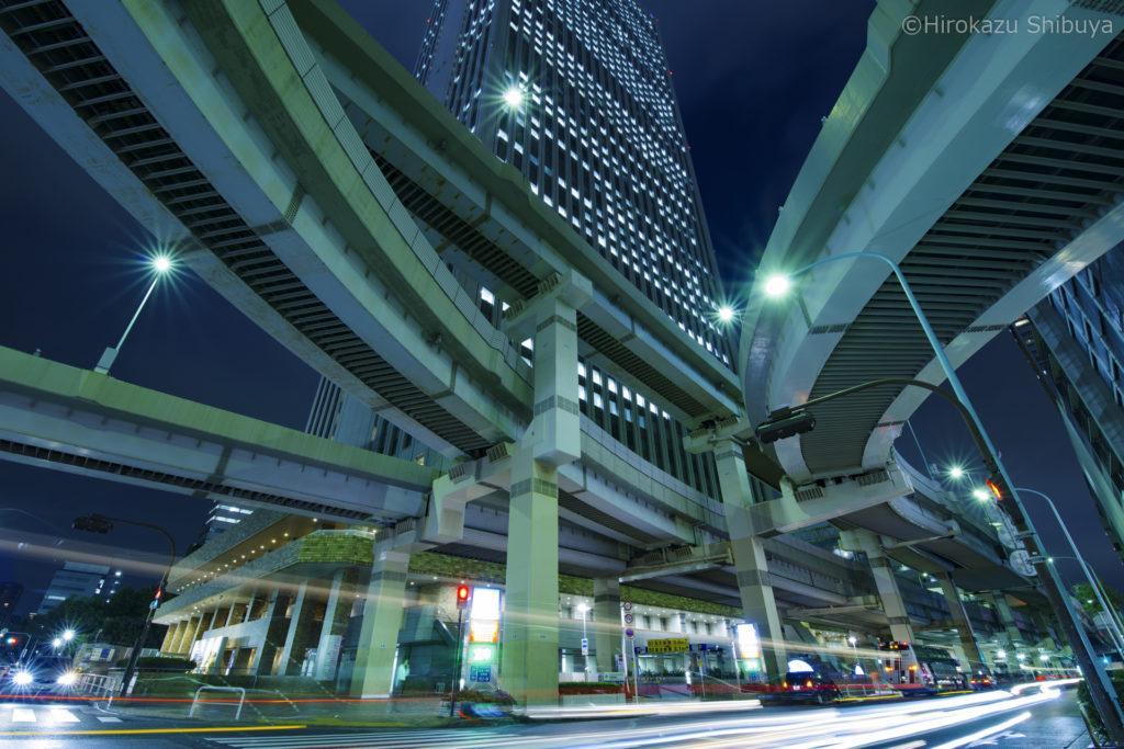 ジャンクションの下を走る車のライトも重要なアクセント!(東池袋出入口付近 - 東京都)