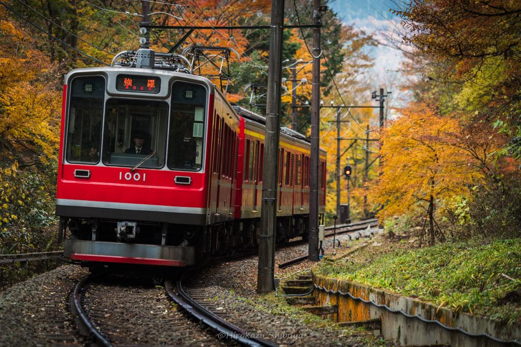 1/400秒でもLED方向幕が途切れない例(箱根登山鉄道1000形)
